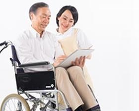 介護福祉士(定期巡回、資格必須、夜勤専従、22~7時、週1~、シフト制)