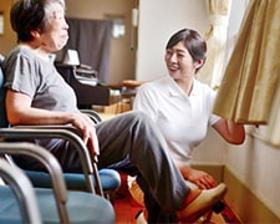 看護助手(精神科病棟内、無資格可、四交代制、シフト制、年間休日110日)