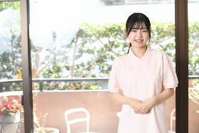 准看護師(鎌倉市、介護付きホーム、9~18h、週5日、時給2100円~)