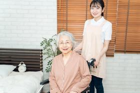 准看護師(小田原市 有料老人ホーム 日勤のみ 週4~5日 車通勤可!)