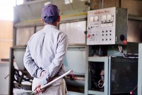 軽作業(プラスチックの加工作業及び機械メンテナンス)