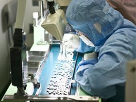 製造スタッフ(組立・加工)(モクモク座り作業、半導体の製造、週5、フルタイム、日勤)